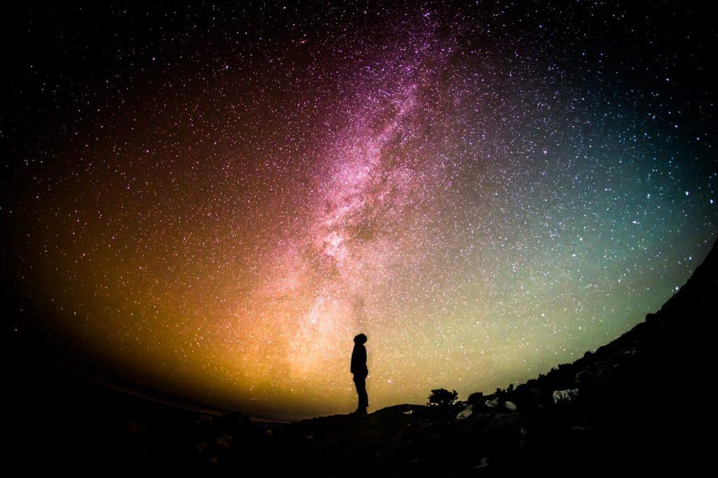 星を見上げる